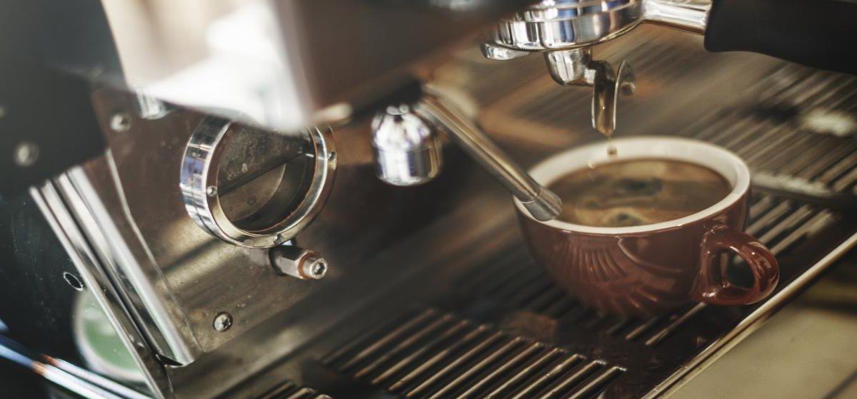 Jak wybrać ekspres do kawy? Rodzaje, funkcje i wyposażenie