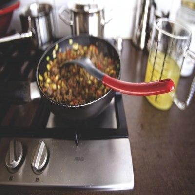 Kuchenka gazowa z widocznymi pokrętłami