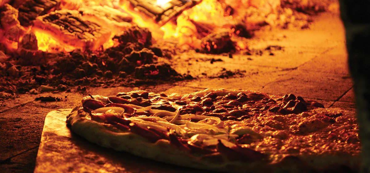 Kamień do pizzy. Jaki wybrać i kupić aby wypiekać prawdziwą, włoską pizzę w domu?