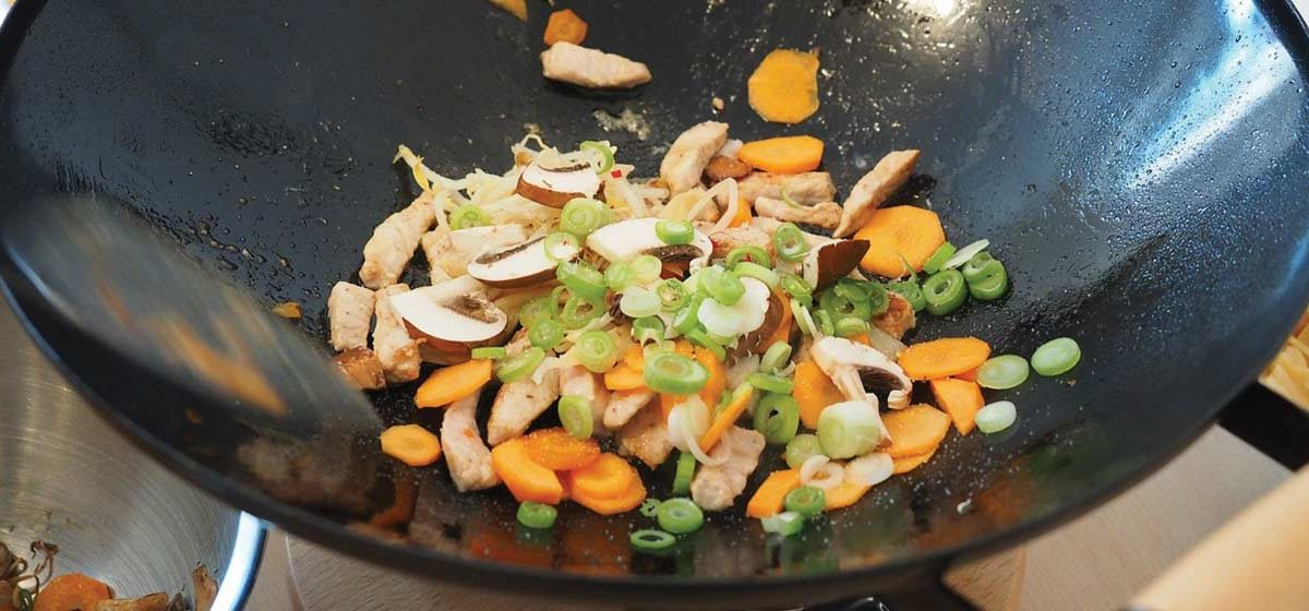 Wok – jaka patelnia wok będzie najlepsza? Ranking wok 2020 do domowej kuchni!